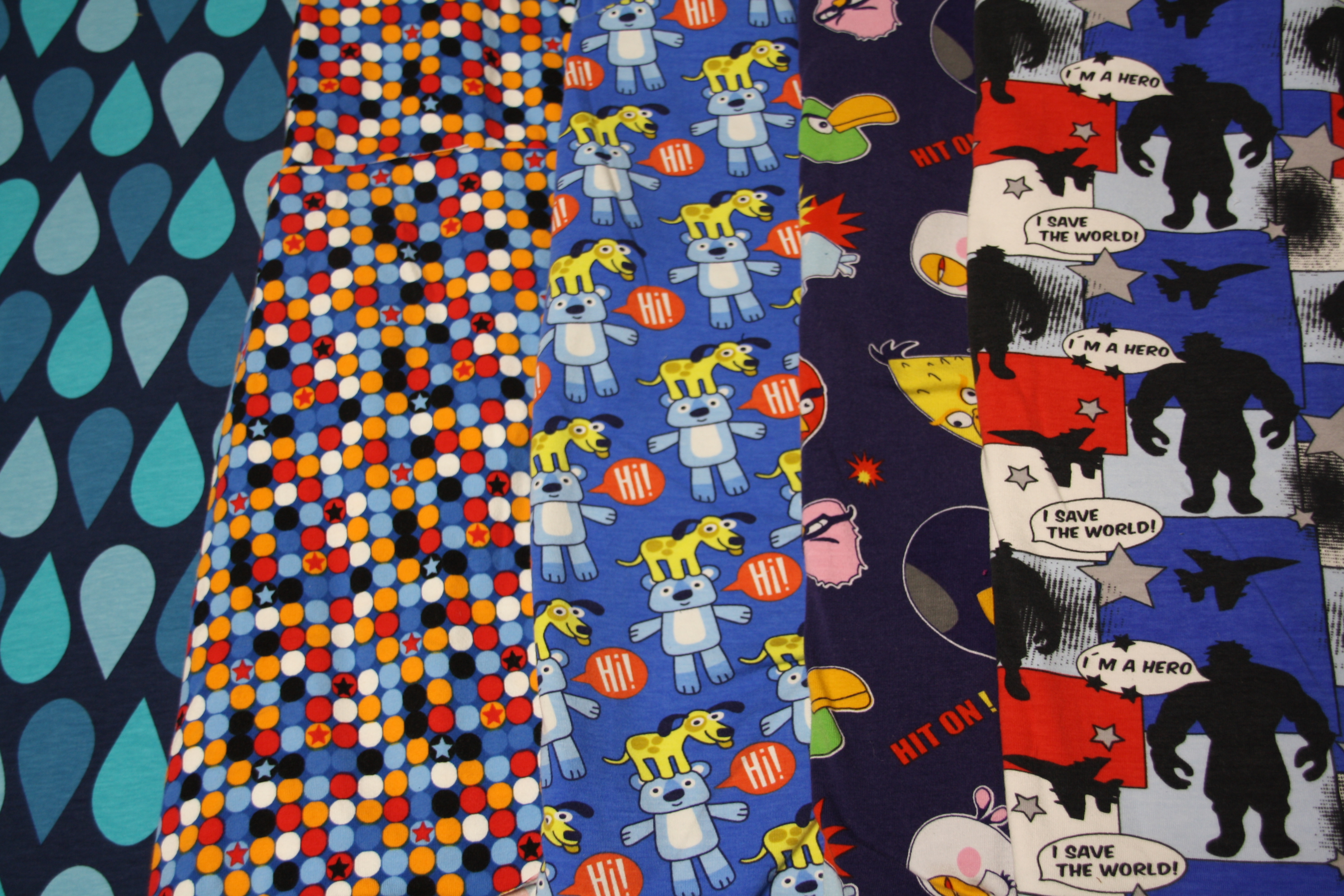 Lonley Drops Laitnerin Bunte Dots coole Hunde Angry Birds Comic Szene Stoffauswahl Jungsstoffe
